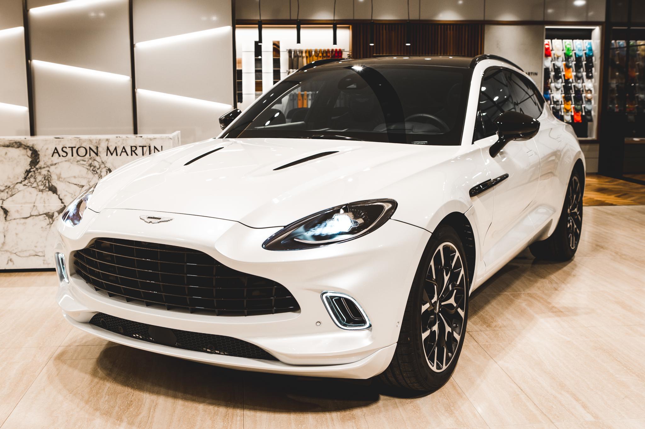 Aston Martin DBX 4.0 V8