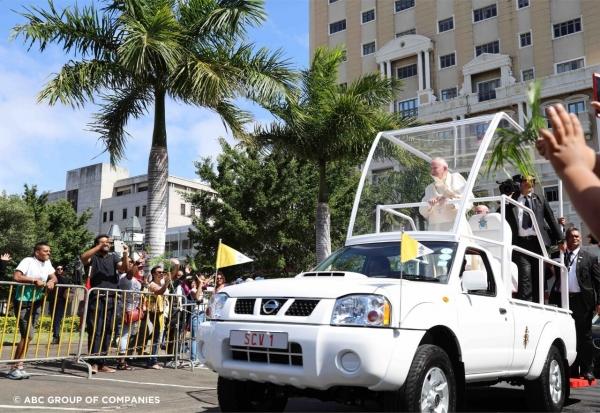 Pápamobilt épített a Nissan