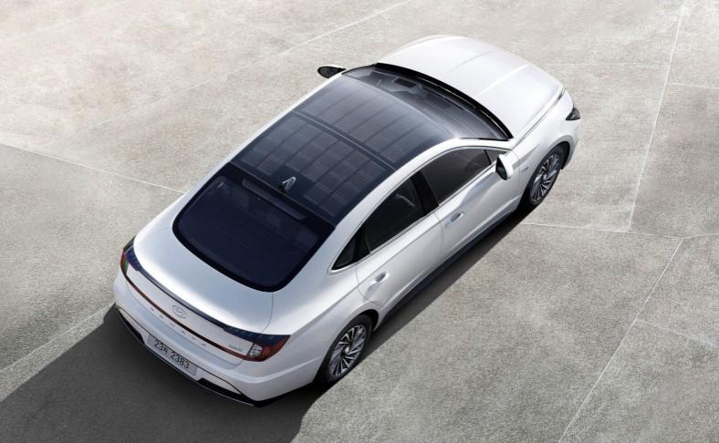 Itt van a Hyundai első napelemes kocsija