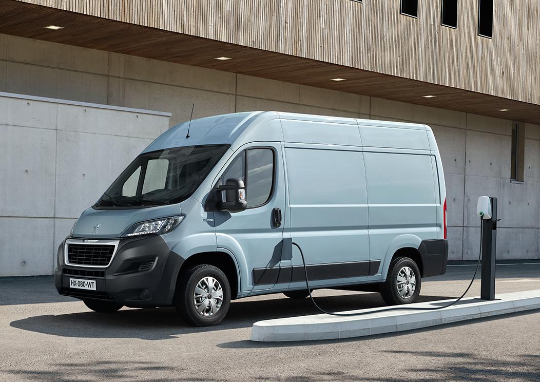 Villamosítja haszonjármű-flottáját a Peugeot