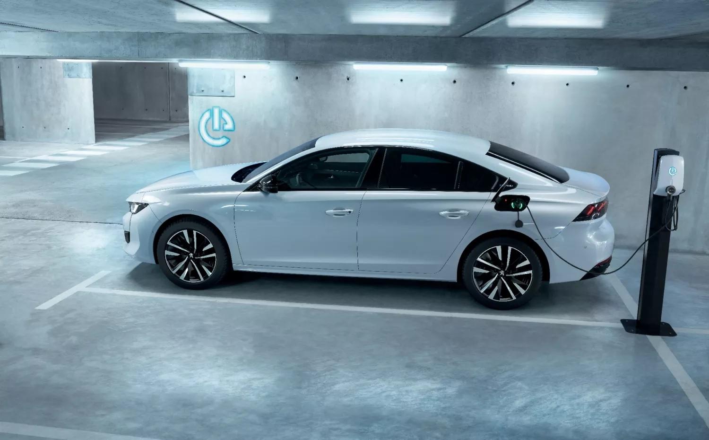 Újabb két Peugeot választható elektromosként