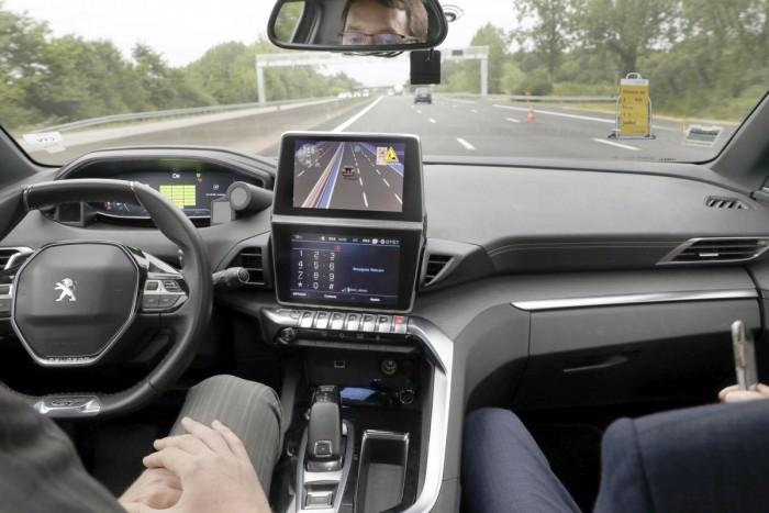 Spanyolországban tesztel a Peugeot robotautója