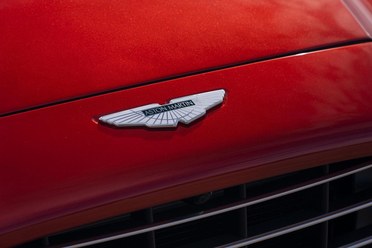 Aston Martin DBX_08.jpg
