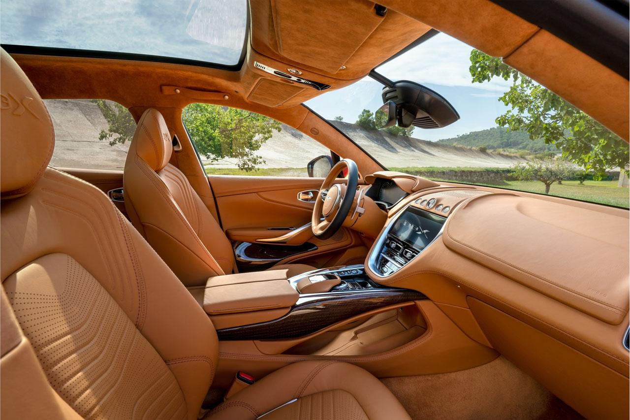 Aston Martin DBX_11.jpg