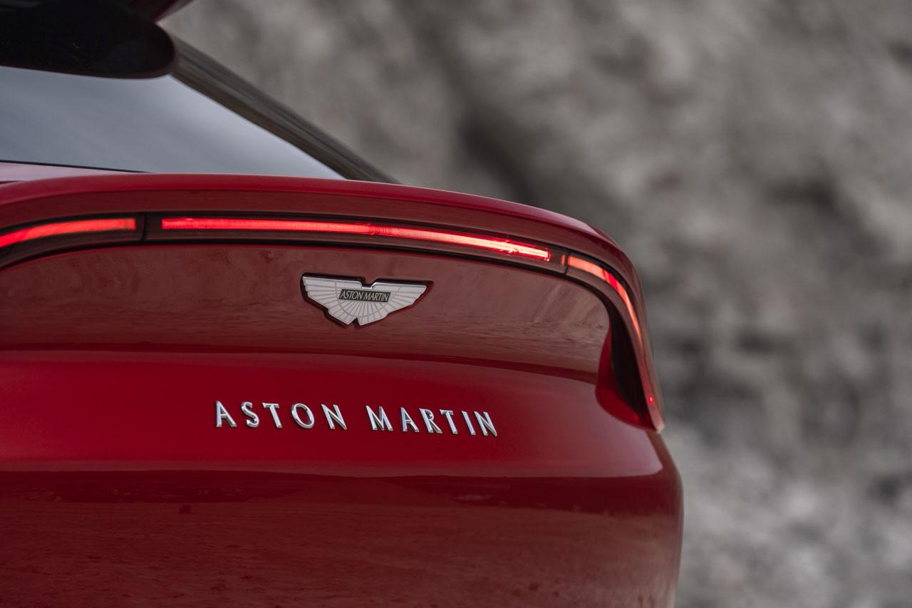 Aston Martin DBX_16.jpg