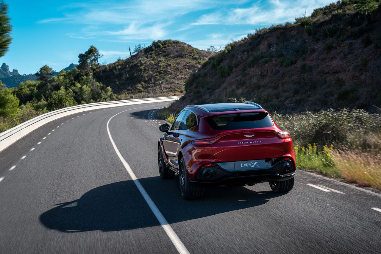 Aston Martin DBX_22.jpg