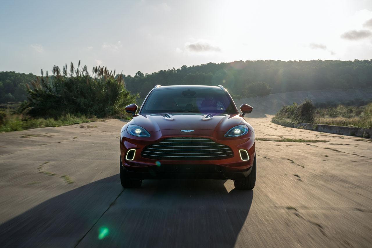 Aston Martin DBX_28.jpg